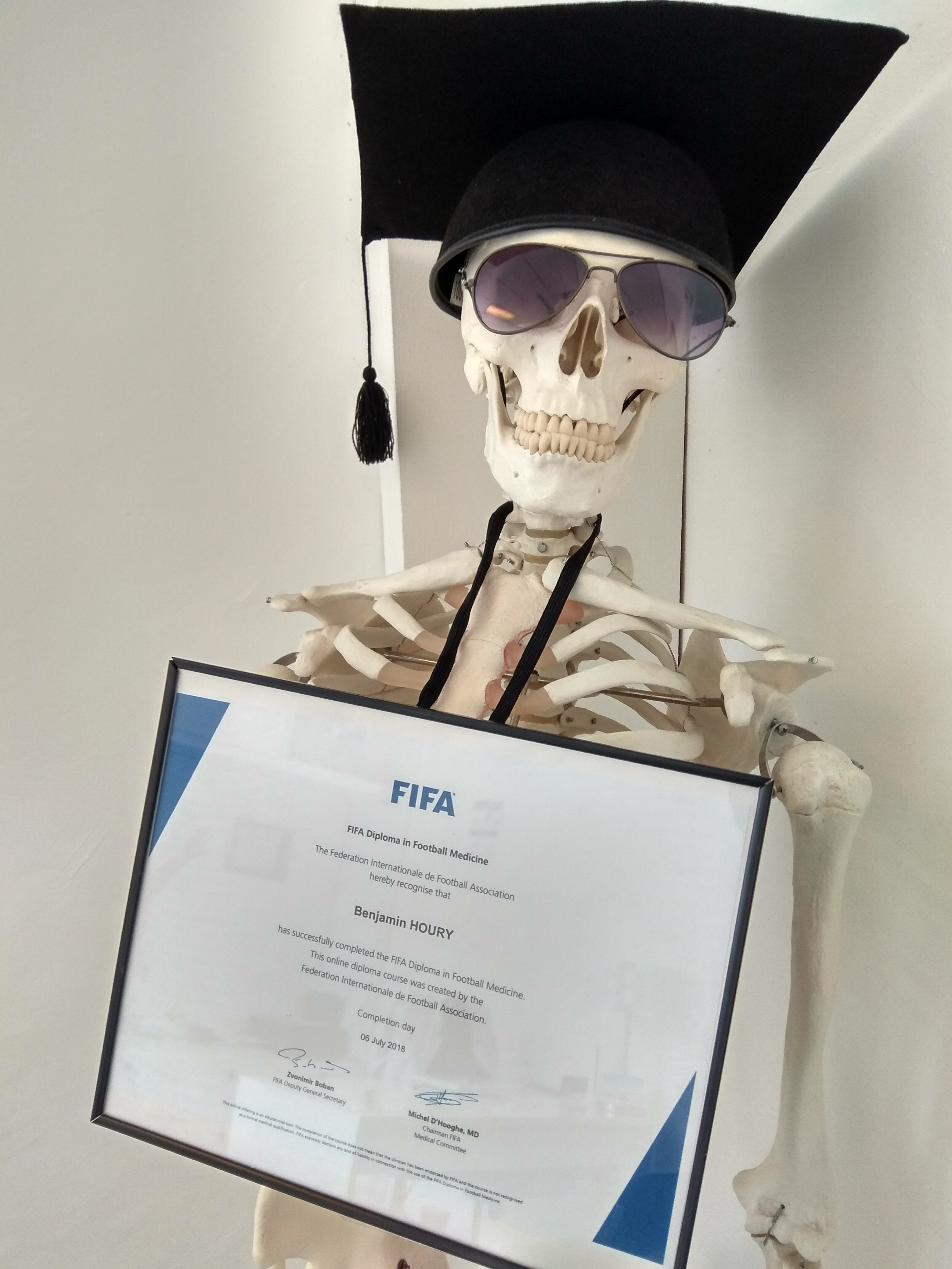 benjamin-houry-ostéopathe-paris-12-diplome-FIFA-federation-internationale-football-docteur-diplome-medecine-football-osteopathe-75012-urgence